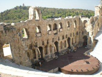 Odeon de Herodes Atico desde Propileo